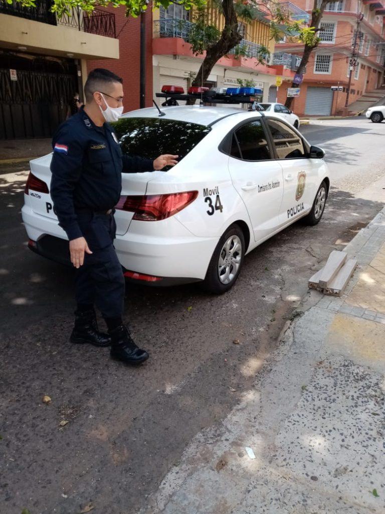 Policía interviene sobre denuncia vecinal.